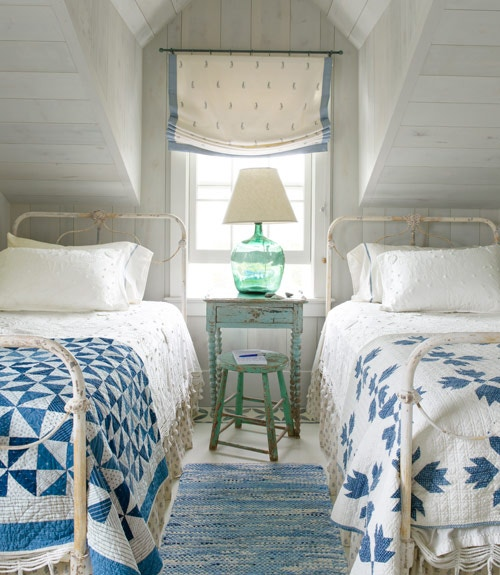 blue-twin-bedroom-cottage